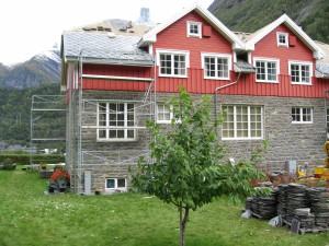 Skiferlegging på tak i Tafjord